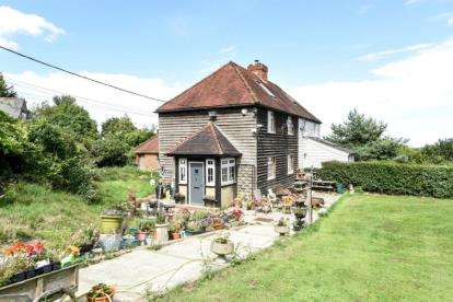 4 Bedrooms Semi Detached House for sale in Oak Cottages, Well Hill, Chelsfield