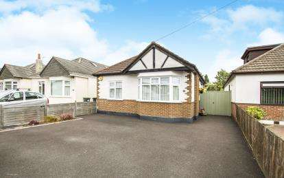 3 Bedrooms Bungalow for sale in Bournemouth, Dorset