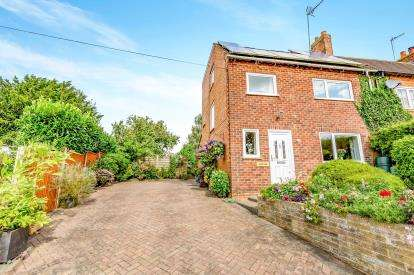 4 Bedrooms Semi Detached House for sale in Main Street, Little Harrowden, Wellingborough, Northamptonshire