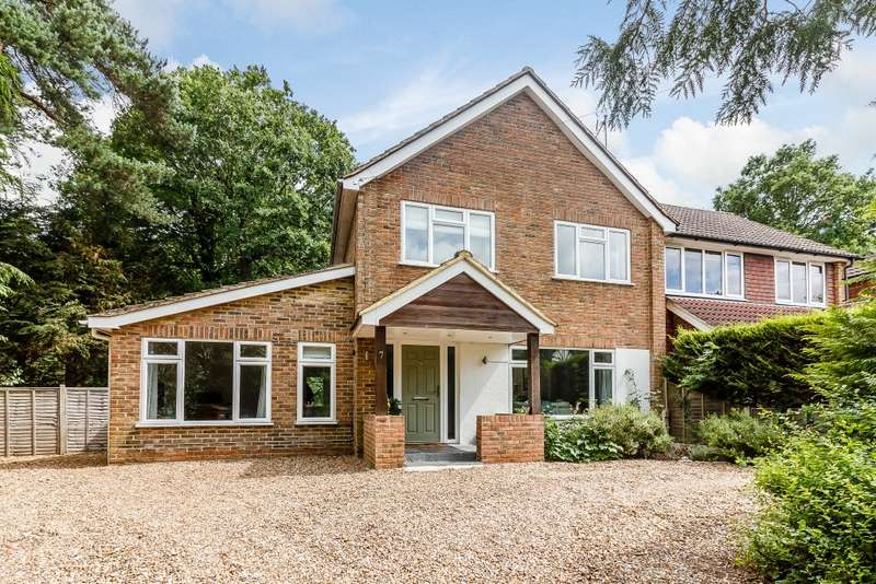 3 Bedrooms Semi Detached House for sale in South Farnham