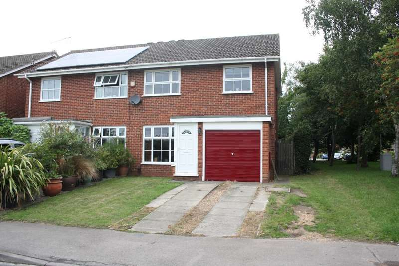 3 Bedrooms Semi Detached House for sale in Colemans Moor Road, Woodley, Reading, RG5
