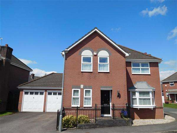 4 Bedrooms Detached House for sale in Canon Lane, Caldicot