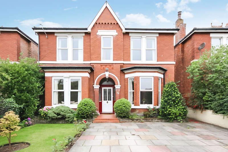 3 Bedrooms Detached House for sale in Hartwood Road, Southport