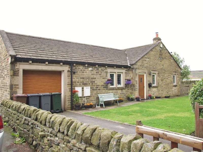 3 Bedrooms Detached Bungalow for sale in Denholme House Farm Drive, Denholme BD13