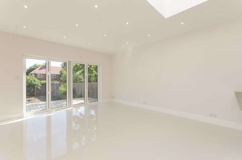 3 Bedrooms House for sale in Bury Grove, Morden, SM4