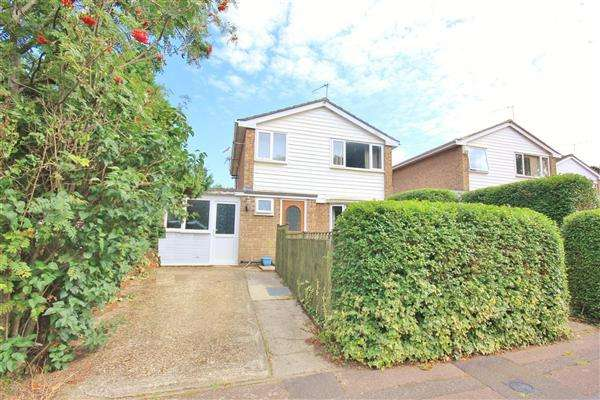 3 Bedrooms Detached House for sale in Batcombe Close, Bournemouth