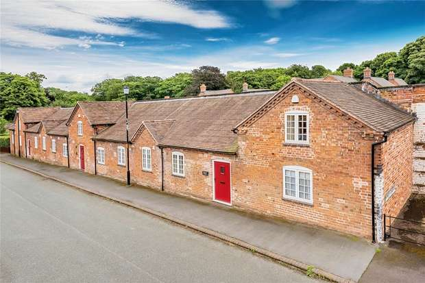 3 Bedrooms End Of Terrace House for sale in Primrose Cottage, 39 Apley Castle, Apley, Telford, Shropshire