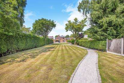 4 Bedrooms Detached House for sale in Lancaster Lane, Leyland, Lancashire, PR25