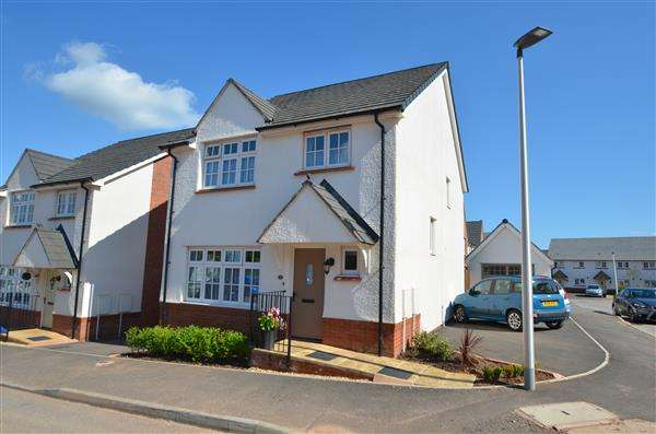 4 Bedrooms Detached House for sale in Kestrel Way, Dawlish