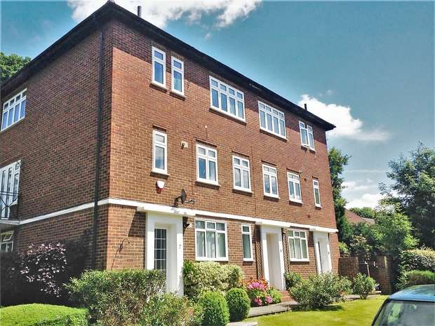 2 Bedrooms Maisonette Flat for sale in Cervantes Court, Northwood, Middlesex