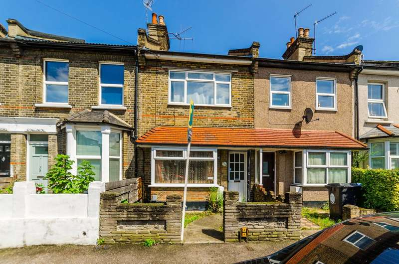 2 Bedrooms House for sale in Blenheim Road, Stratford, E15