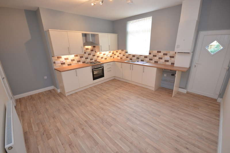 3 Bedrooms Terraced House for sale in Lloyd Street, Darwen