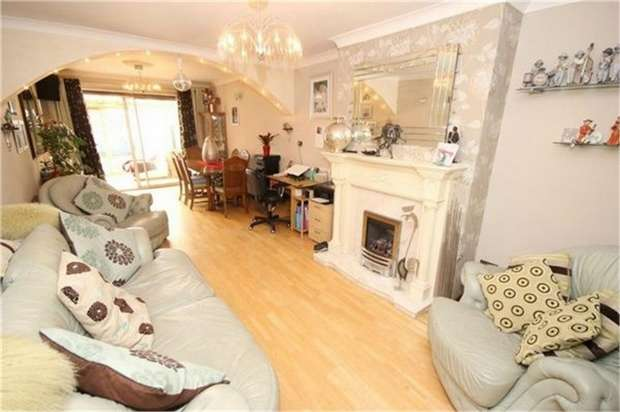 3 Bedrooms Semi Detached House for sale in Heathview Close, Widnes, Cheshire