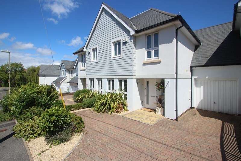 4 Bedrooms Semi Detached House for sale in Satchell Lane, Southampton