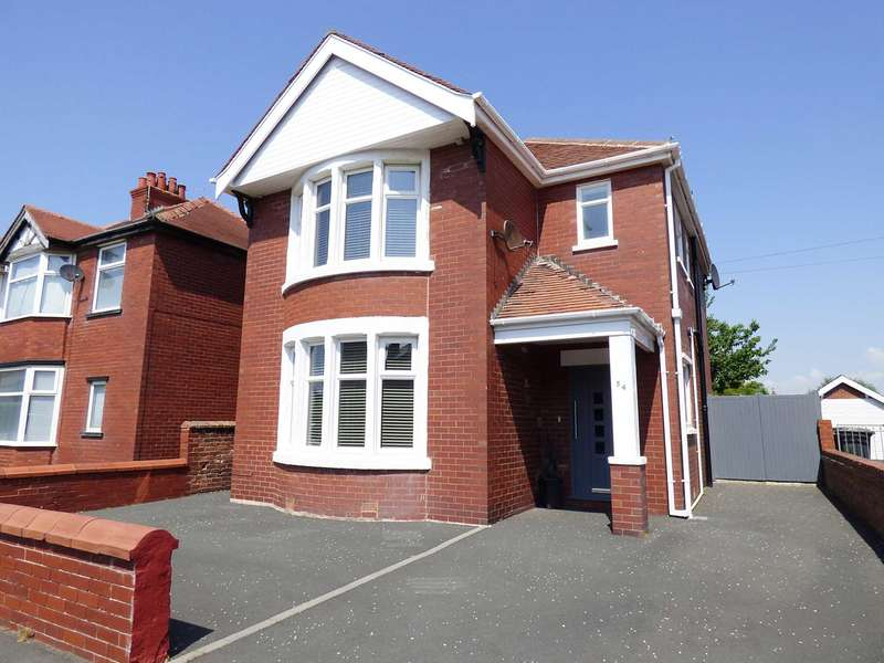 3 Bedrooms Detached House for sale in St Davids Road North, St Annes