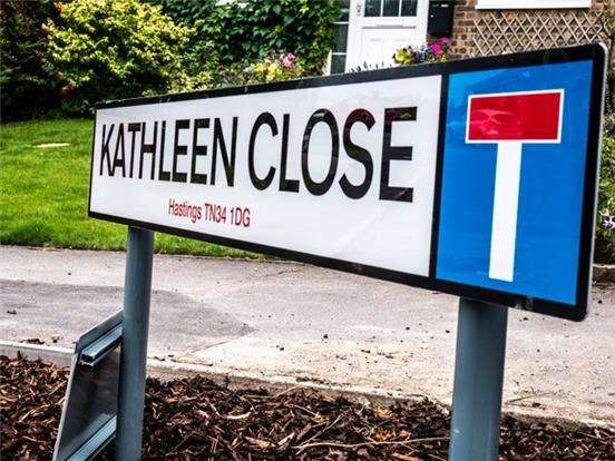 4 Bedrooms Detached House for sale in Kathleen Close, HASTINGS, East Sussex, TN34 1UP