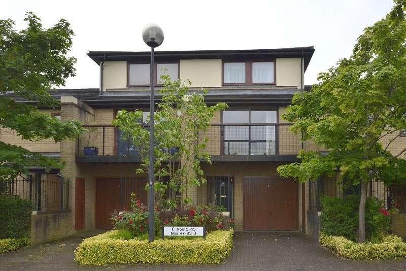 4 Bedrooms Town House for sale in Adelphi Street, Milton Keynes, Buckinghamshire, MK9