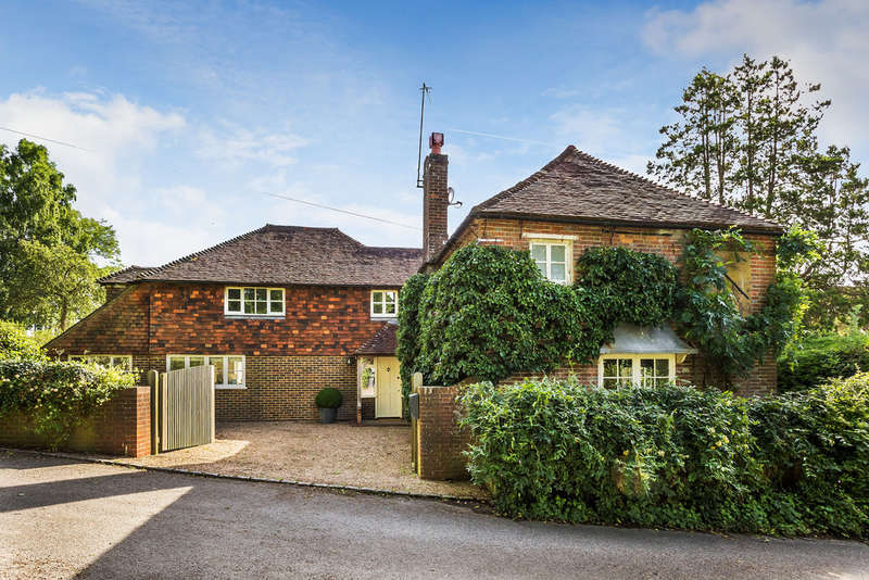 4 Bedrooms Detached House for sale in Hartfield Road, Edenbridge, TN8