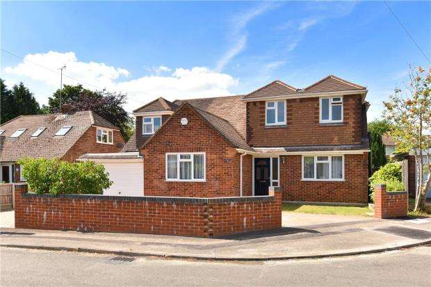 4 Bedrooms Detached House for sale in Farm Close, Crowthorne, Berkshire