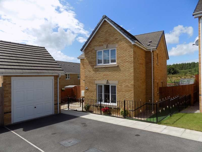 4 Bedrooms Detached House for sale in Clos Gwaith Brics , Tondu, Bridgend. CF32 9GA