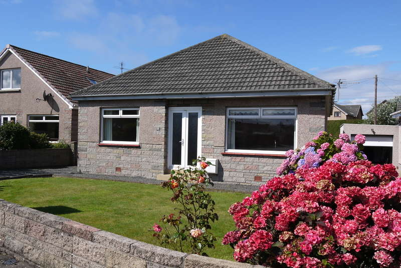 3 Bedrooms Detached House for sale in Brandon Gardens, Prestwick, KA9