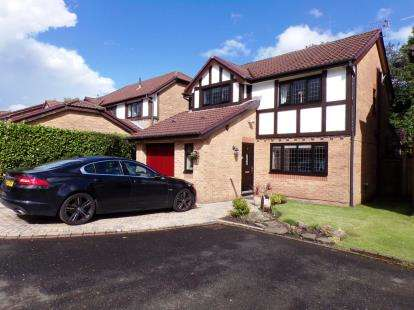 4 Bedrooms Detached House for sale in Hall Gate, Westhoughton, Bolton, Greater Manchester, BL5