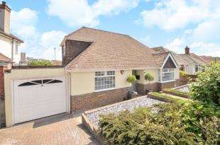 3 Bedrooms Bungalow for sale in Chichester Drive West, Saltdean, Brighton, East Sussex