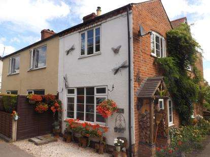 2 Bedrooms Semi Detached House for sale in Warwick Road, Chadwick End, Solihull, West Midlands
