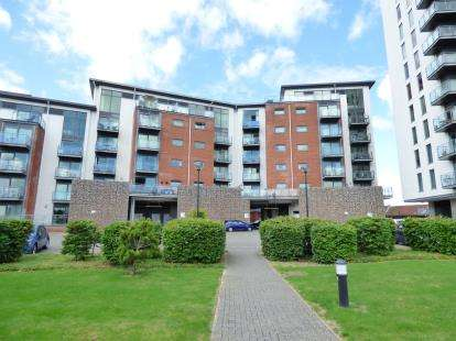 2 Bedrooms Flat for sale in Rope Quays, Gosport, Hampshire