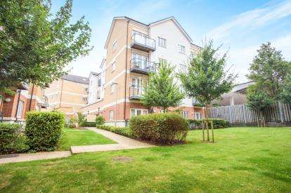 2 Bedrooms Flat for sale in Edridge Court, Ley Farm Close, Watford, Hertfordshire