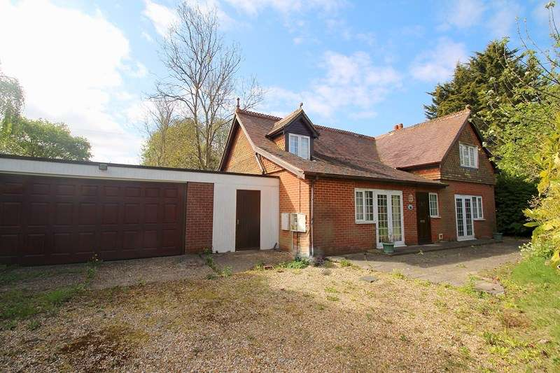 2 Bedrooms Detached Bungalow for sale in Southampton Road, Fareham