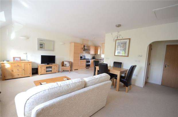 2 Bedrooms Apartment Flat for sale in Dowles Green, Wokingham, Berkshire