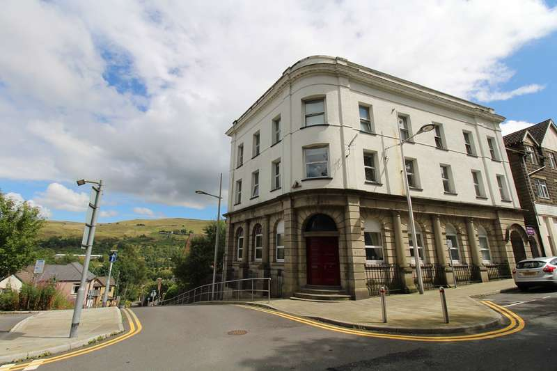 2 Bedrooms Flat for sale in Armoury Hill, Ebbw Vale, NP23