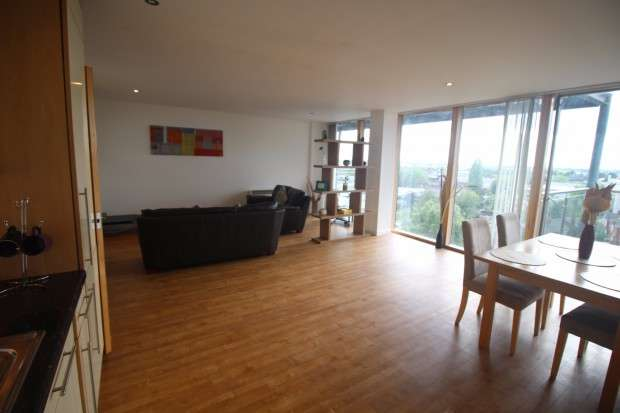 2 Bedrooms Apartment Flat for sale in Warwickgate House Warwick Road, Old Trafford, Manchester, M16
