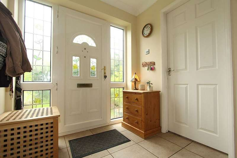 3 Bedrooms Detached House for sale in Back Lane, East Cowick, Snaith, Goole, East Yorkshire
