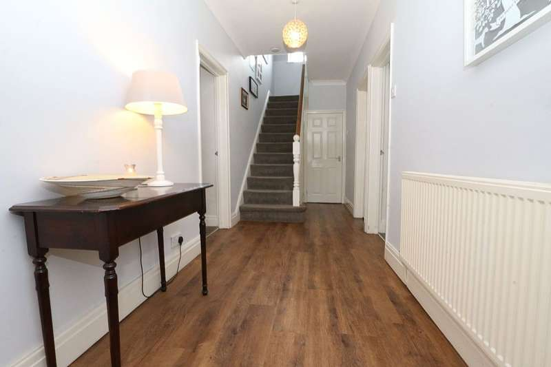 5 Bedrooms Detached House for sale in Prospect Farm, Coverhill Road, Grotton, Oldham, Greater Manchester, OL4 5RE