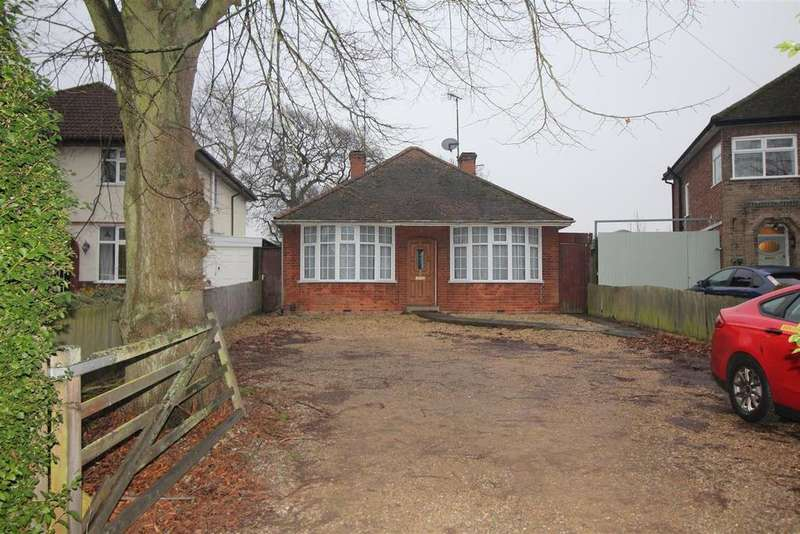 3 Bedrooms Detached Bungalow for sale in Oundle Road, Orton Longueville, Peterborough