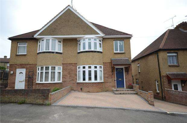 3 Bedrooms Semi Detached House for sale in Jubilee Road, Aldershot, Hampshire