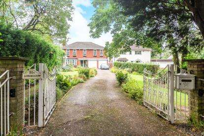 4 Bedrooms Detached House for sale in Comberton Road, Kidderminster, Worcestershire