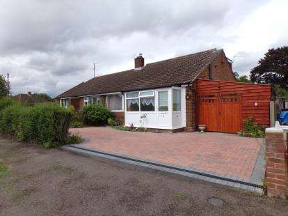 3 Bedrooms Bungalow for sale in Tudor Close, Bromham, Bedford, Bedfordshire