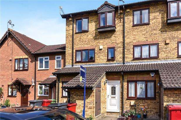 3 Bedrooms Maisonette Flat for sale in Haig Drive, Slough