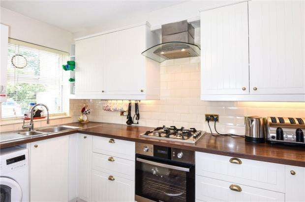 2 Bedrooms Terraced House for sale in Frogmore Close, Slough