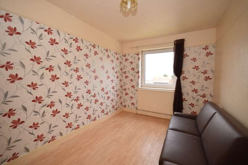 2 Bedrooms Flat for sale in Avery Way, Allhollow, Kent, ME3