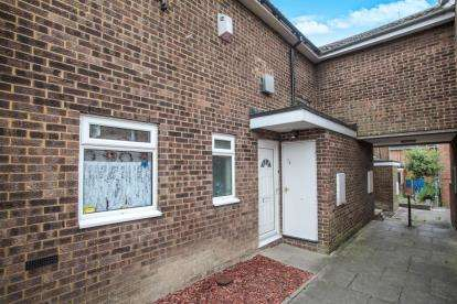 3 Bedrooms Terraced House for sale in Wexham Close, Luton, Bedfordshire, Marsh Farm