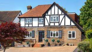4 Bedrooms Detached House for sale in Woodland Drive, Hove, East Sussex