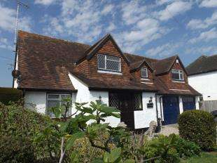 4 Bedrooms Detached House for sale in Felpham Way, West Sussex