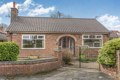 2 Bedrooms Bungalow for sale in Tudor Close, Grappenhall, Warrington, Cheshire