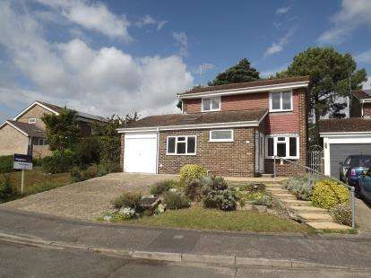 5 Bedrooms Detached House for sale in Christchurch, Dorset