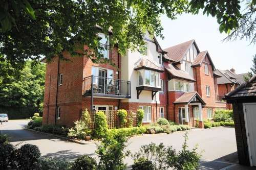 2 Bedrooms Flat for sale in Flat Hollybrook, West Moors