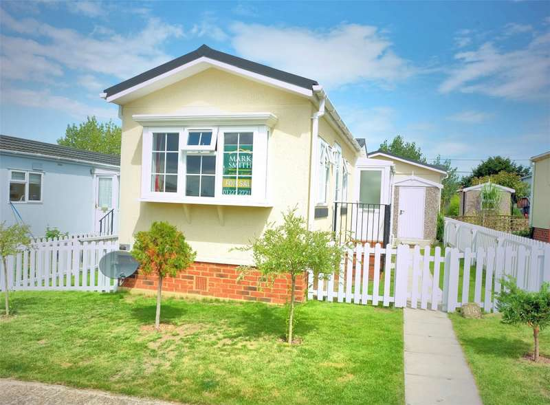 2 Bedrooms Park Home Mobile Home for sale in Applegarth Park, Seasalter Lane, WHITSTABLE, Kent
